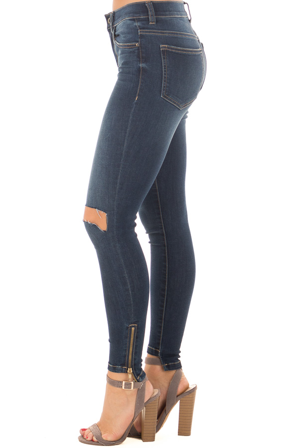 Dark Skinny Mid Rise Jeans with Slashed Knee and Side Zipper left leg