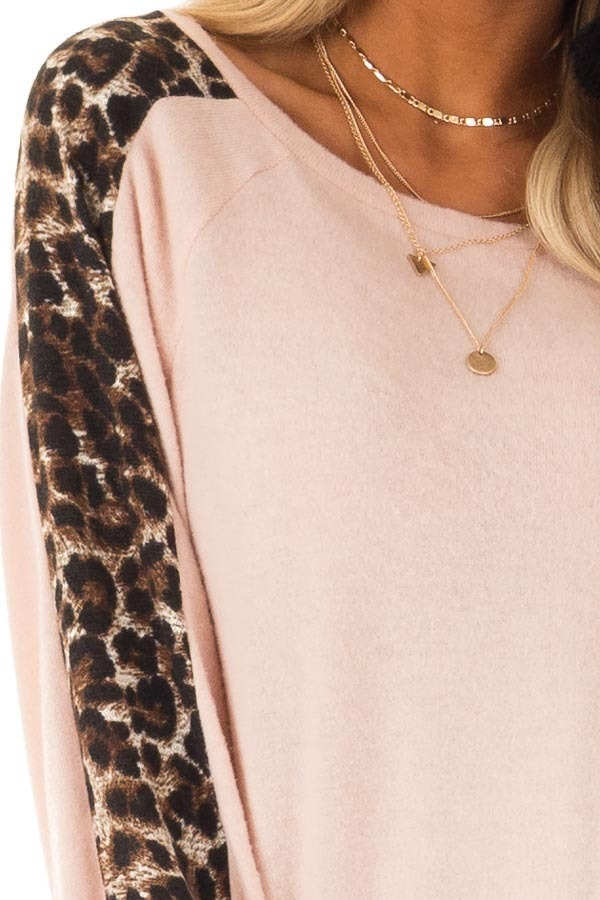 Blush Soft Tunic Top with Leopard Printed Balloon Sleeves detail