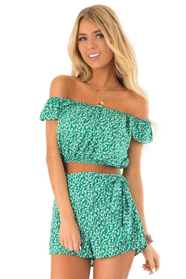 Kelly Green Floral Print Top and Shorts Two Piece Set front close up