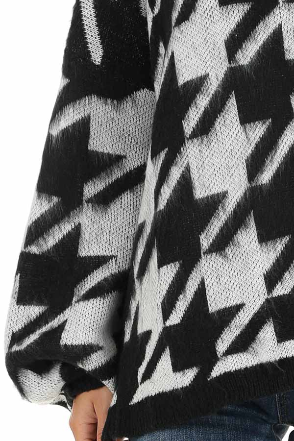 Off White and Black Houndstooth Sweater with Long Sleeves detail