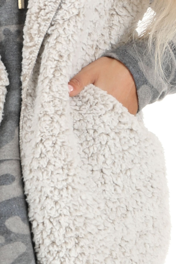 Oatmeal Two Tone Sherpa Vest with Hood and Pockets detail