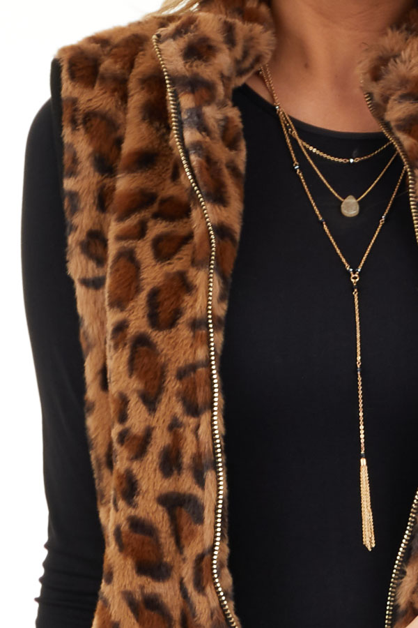 Mocha Leopard Print Faux Fur Vest with Side Pockets detail