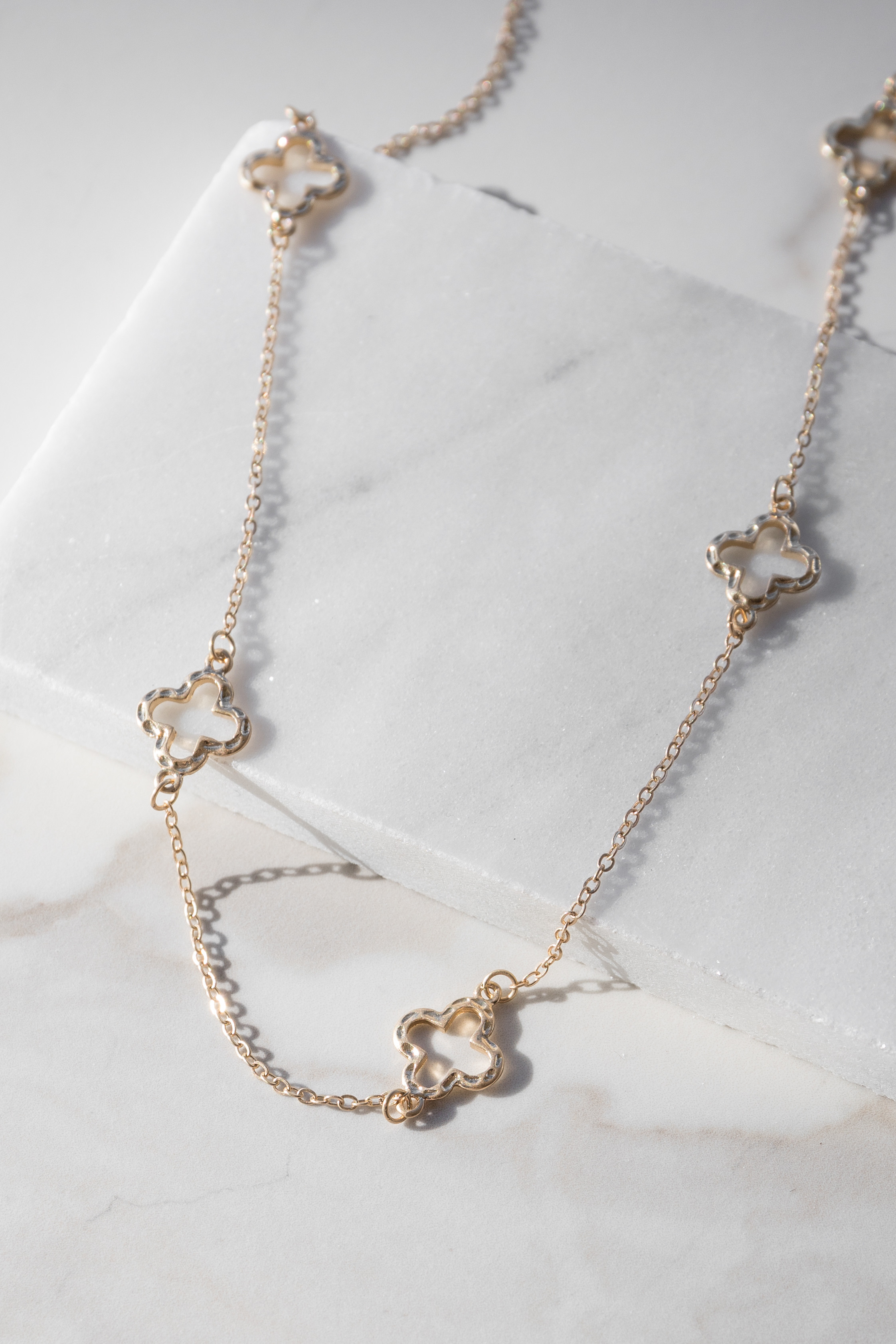 Gold Chain Necklace with Hammered Clover Shaped Details