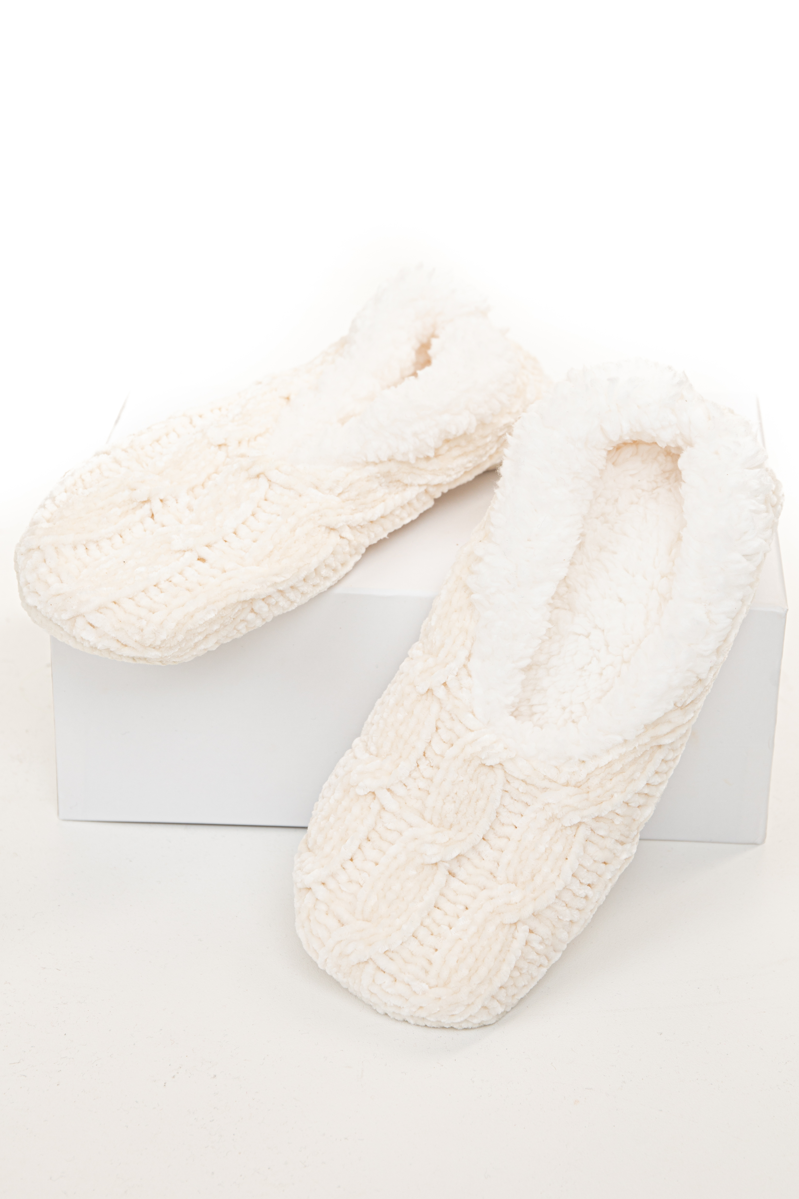 Ivory Chenille Cable Knit Slipper with Faux Fur Lining