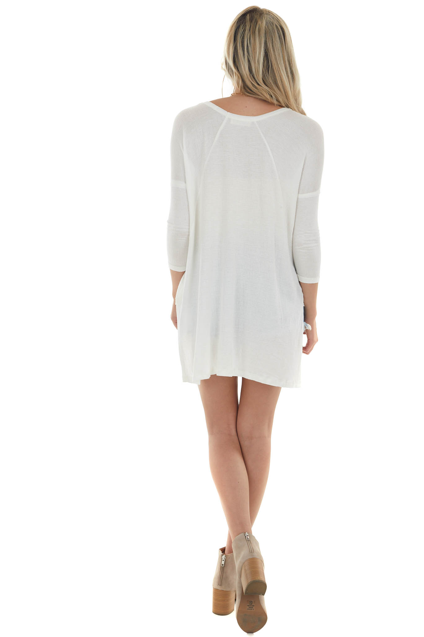 Off White Lightweight 3/4 Sleeve Top with High Low HemOff White Lightweight 3/4 Sleeve Top with High Low Hem