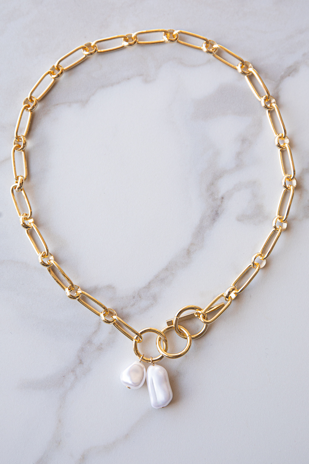Gold Toggle Chain Short Necklace with Pearl Pendants