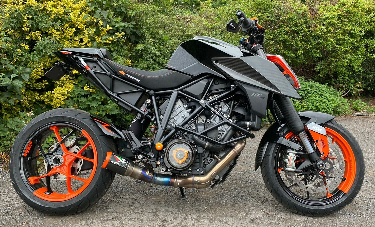 ktm-1290-super-duke-carbon-fibre-side-panels-1.jpg