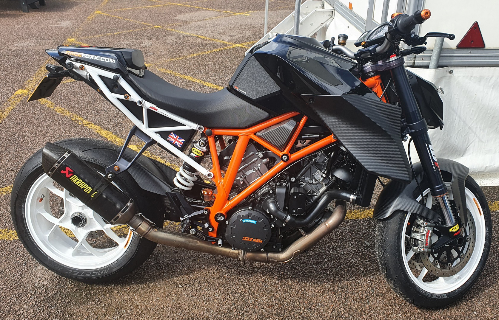 ktm-super-duke-carbon-fibre-parts-1.jpg
