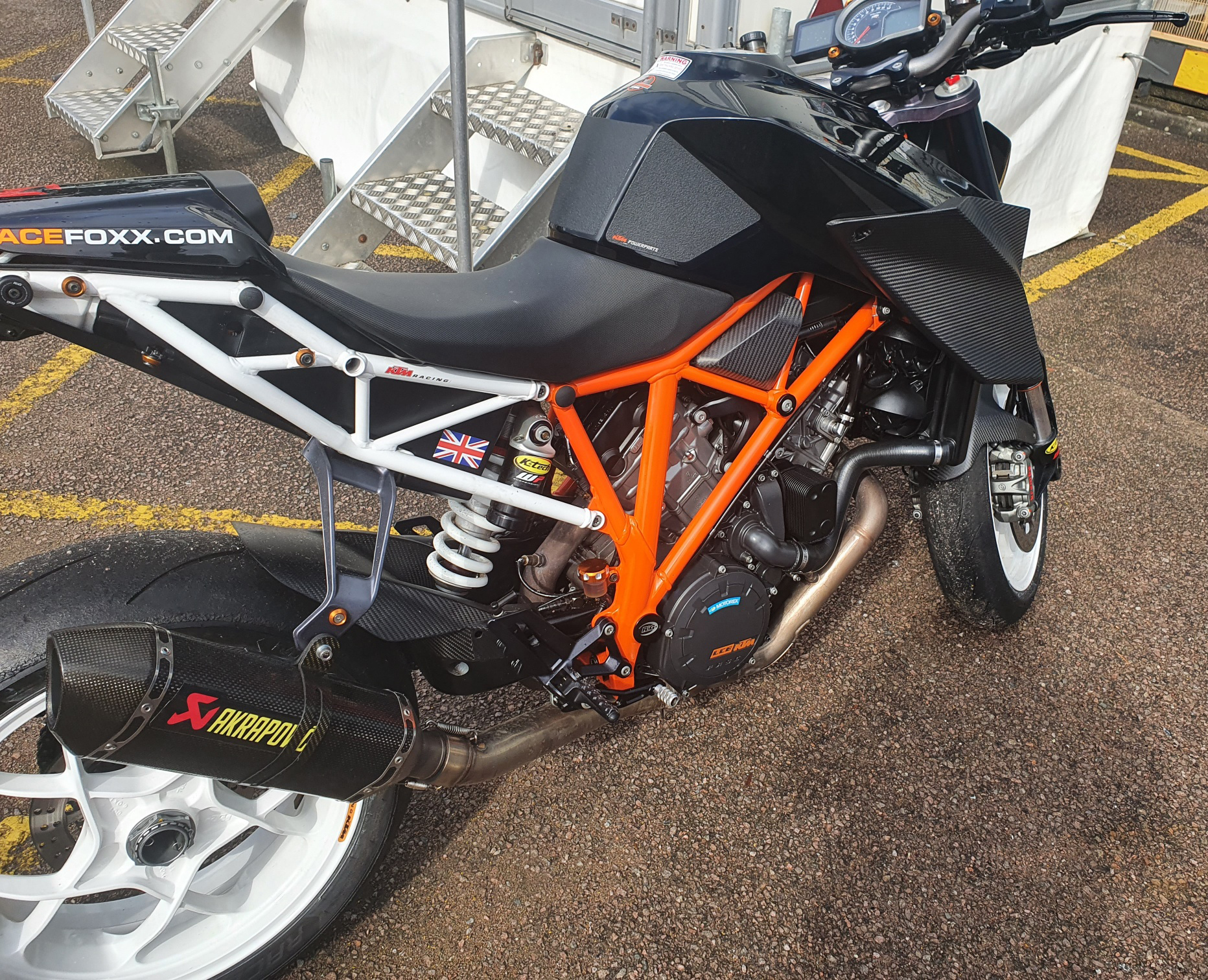 ktm-super-duke-carbon-fibre-parts-2.jpg