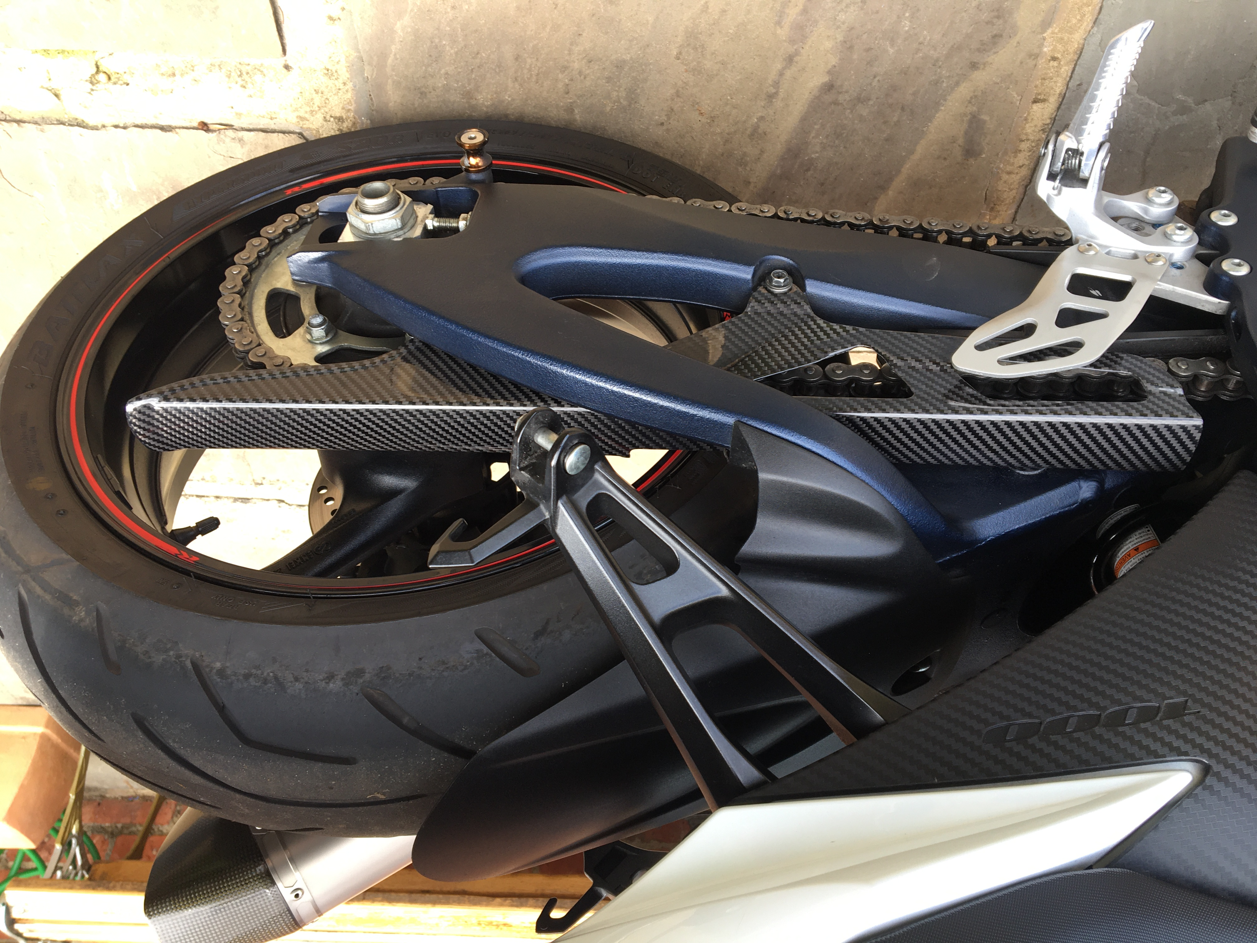 suzuki-gsxr-1000-carbon-fibre-chain-guard.jpg