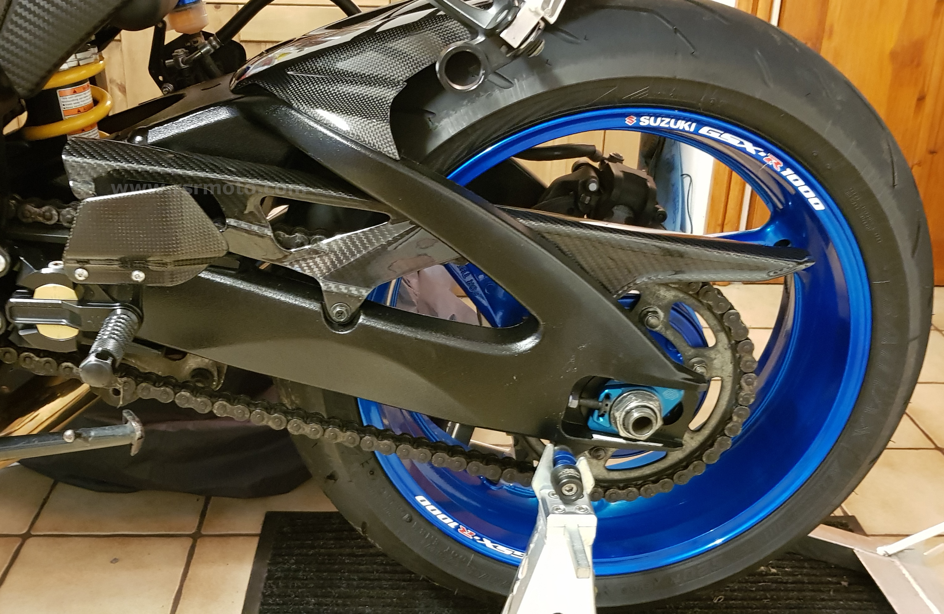 suzuki-gsxr1000-carbon-fibre-chain-guard.jpg