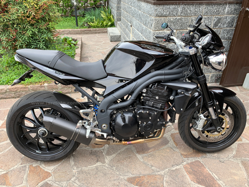 triumph-speed-triple-carbon-fibre-hugger-11.jpg