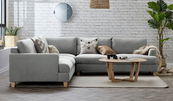 HOW TO CHOOSE A SOFA TO SUIT YOUR HOME