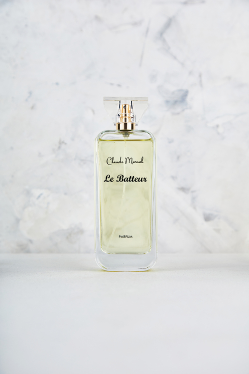 """""""Le Batteur"""" is a promise to the innovative and addictive combination of tuberose and roasted tonka beans which represents the duality of a woman's character. Mystery, sensuality, and femininity are implicit in this beautiful fragrance. """"La Batteur"""" belongs to the Sweet and Spicy Fragrance Family.  TTOP NOTES The perfume opens with Almond and Coffee. HEART NOTES It continues to the foundation of precious Jasmine Sambac, Orris and Tuberose. BASE NOTES The last touch of the perfume is Vanilla, Cacao, Tonka Beans and Sandalwood unfolding the entire soul of the perfume."""