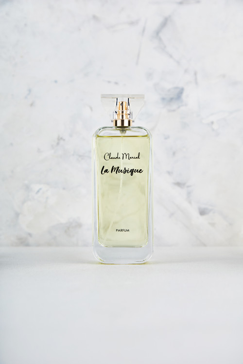 """""""La Musique"""" is an explosive, luxury, and erotic Tuberose perfume. It is for women who are daring and unique but also refine and glamorous.  THE NOTES TOP NOTES The perfume opens with delicate Freesia, Incense, Chinese Osmanthus, and Tamarind HEART NOTES It continues to the foundation of explosive Peony, Iris, Tuberose, Arum Lily and Orris Root. BASE NOTES The last touch of the perfume is Cashmere Wood, Musk, and Vetiver unfolding the entire soul of the perfume."""