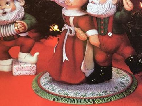 """Dona's 1036 Christmas Rug Base, 8""""W"""