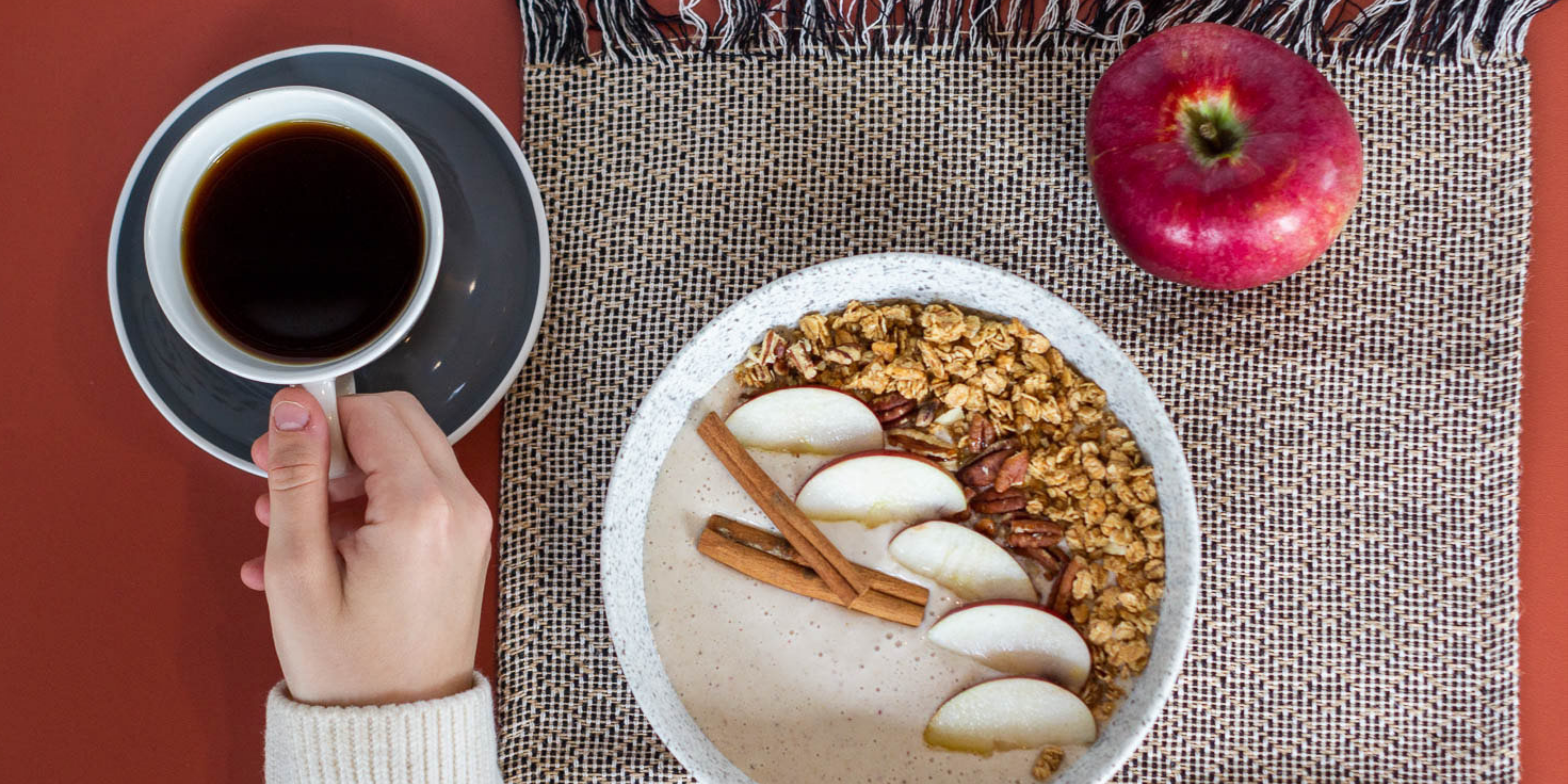 How to Make an Apple Pie Smoothie Bowl This Fall