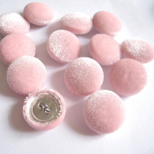 "13 Baby Pink Velvet Buttons in 3/4"", 19mm, Size 30"
