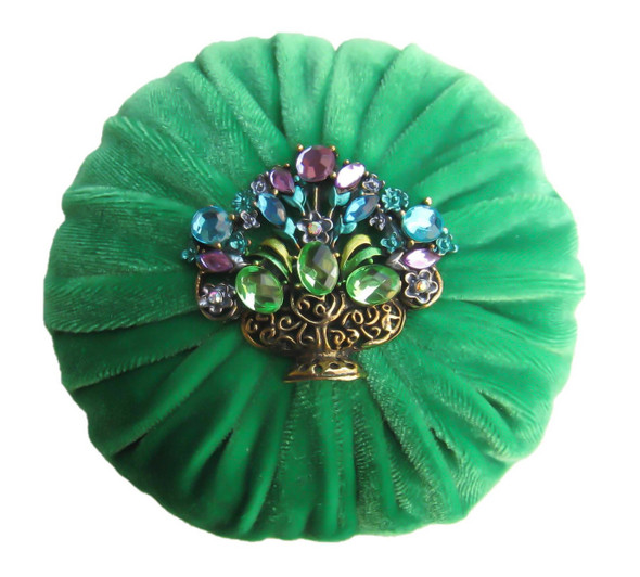 Nakpunar Kelly Green Velvet Sewing Pincushion with Emery Sand and Rhinestone