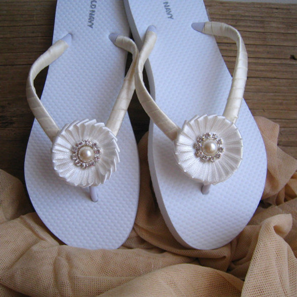 Ivory Bridal Flip Flops / Wedding Flip Flops / Bridesmaid , Bridal Shower, Flower Girl, Birthday Party, Favor
