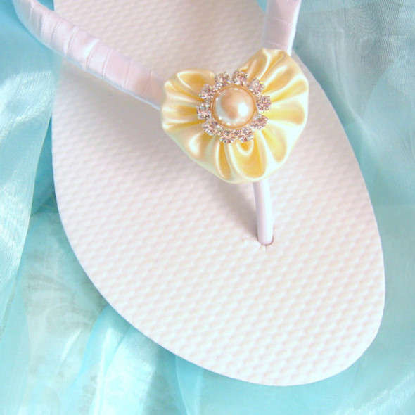 Ivory Wedding Flip Flops / Bridesmaid , Bridal Shower, Flower Girl, Birthday Party, Favor