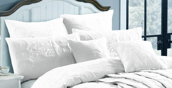 White Marguerite Quilt Cover Set