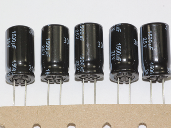 5 X Panasonic Ultra Low ESR 105 Degrees FR Range Radial Electrolytic Capacitors