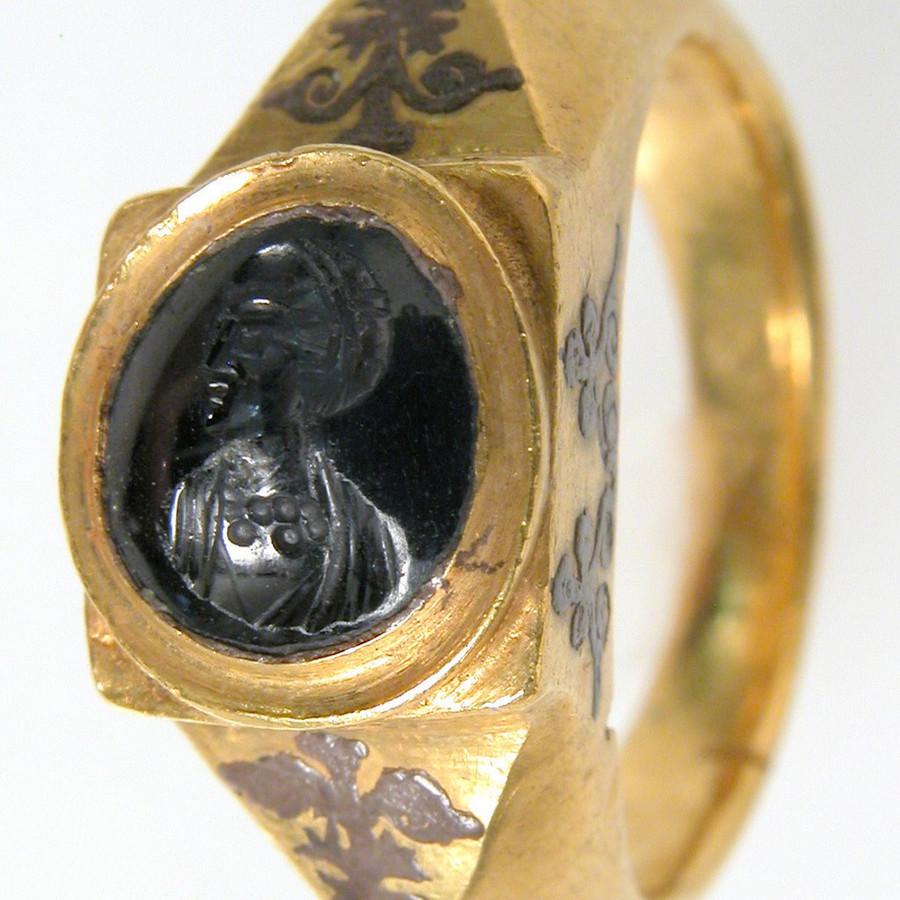 Black sapphire jewelry