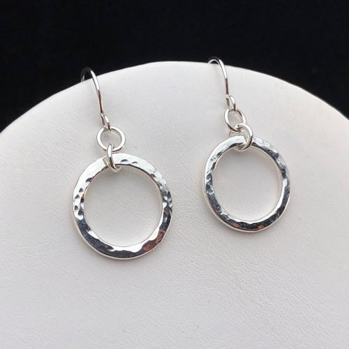 Hammered link earrings