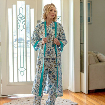 This dressing gown printed blue floral accentuated with mustard yellow in a white base fabric. The dressing gown/kimono fastens with a long tie belt and has solid borders and pocket trims.