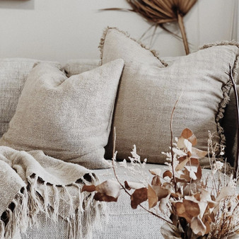 Natural rustic linen cushion cover measures 65 x 65 cm with invisible zipper closure.