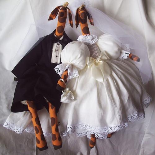 Giraffe: Bride & Groom