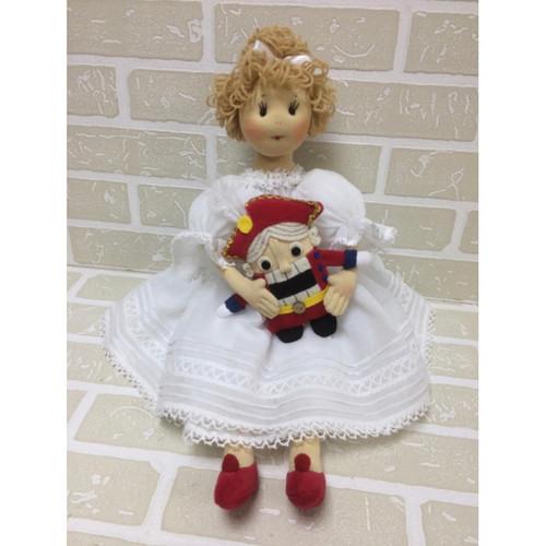 Doll: Clara