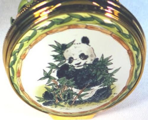 Staffordshire Panda (04-585)