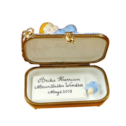 ARCHIE HARRISON MOUNTBATTEN-WINDSOR SLEEPING-INCLUDES PLAQUE AND PACIFIER Rochard Limoges Box