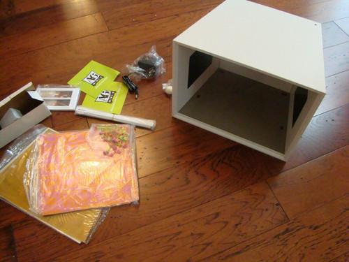 American Girl AG Mini Illuma-Room Display Box and Groovy Decor Set