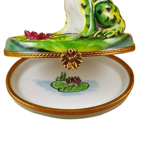 Frog On Lily Pad Rochard Limoges Box