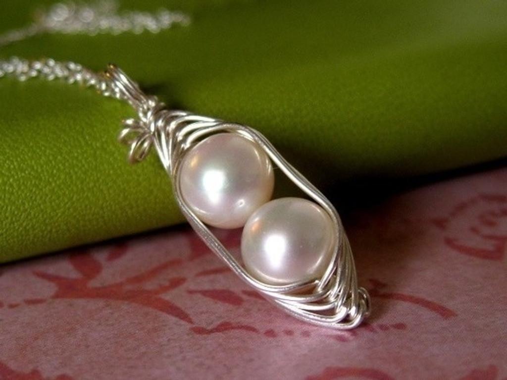 peapod necklace white pearl