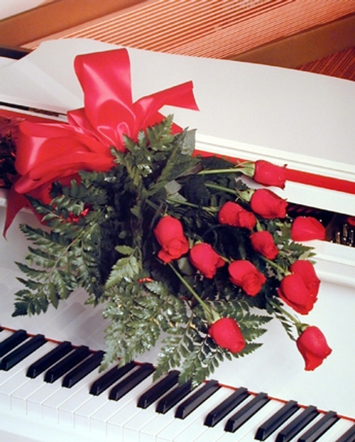Red Roses on Piano Romantic Musical Instrument Wall Decor Art Print Poster (16x20)