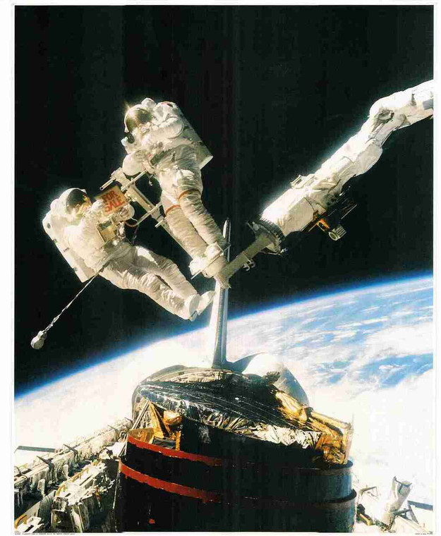 Nasa Space In Moon Astronauts Wall Decor Art Print Poster (16x20)
