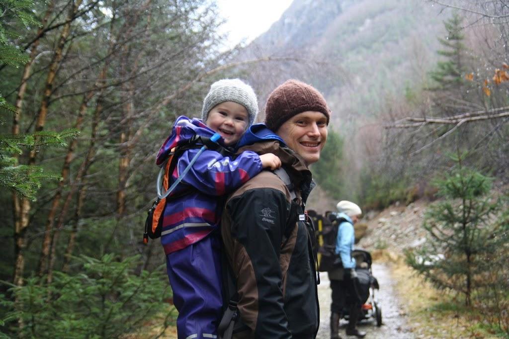 piggyback-rider-hikingg.jpg
