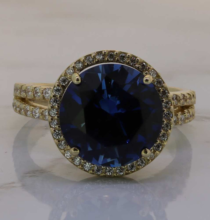 5.5 Carat Sapphire Look Amélie Halo Ring with Open Band in Yellow Gold