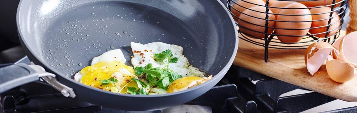 GreenPan Paris Pro Frypan cooking eggs