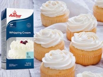 Anchor Whipped Cream 1 litre with cakes