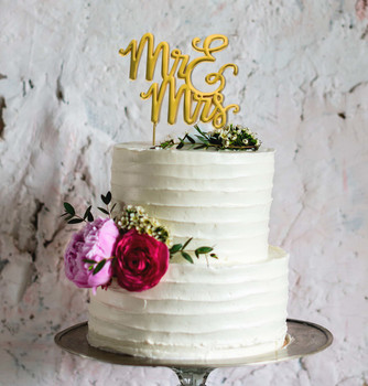 ake Topper Mr & Mrs Gold Plated on wedding cake