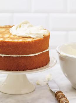 NAKED ROUND VANILLA CAKE LAYERED
