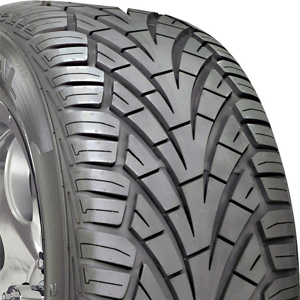 General Grabber UHP 305/45R22 XL Performance Tire