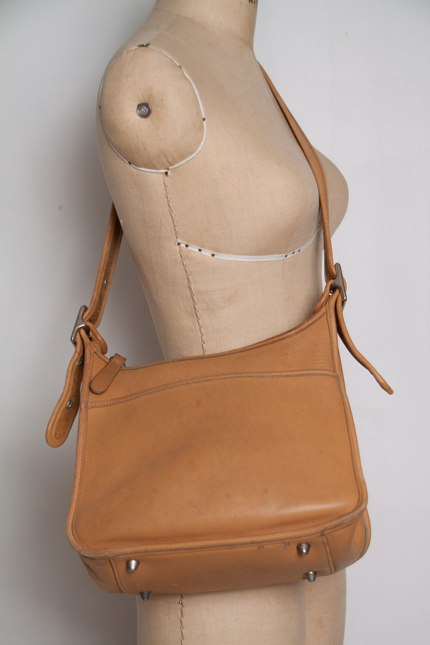 6fecfa4704 COACH saddle bag authentic vintage 90s tan leather adjustable strap  crossbody purse