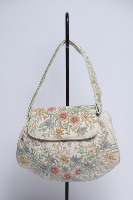 small embroidered bag cute vintage 70s Marheta floral embroidery vinyl handbag