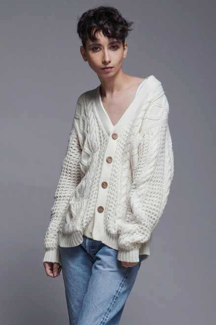 cardigan sweater cable knit grandpa top cream eggshell cozy wooden buttons vintage oversize one size S M L XL